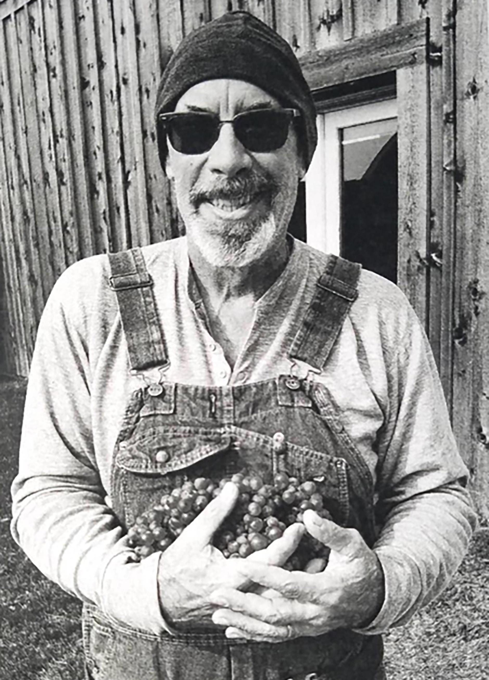 George Fernandez '77